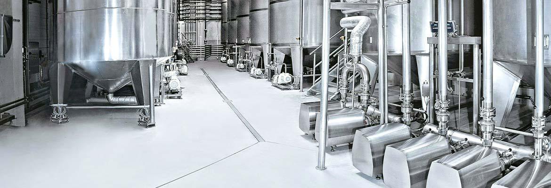 Tanklager, Rohrleitungssysteme und Mischanlagen zur Herstellung chemischer Produkte